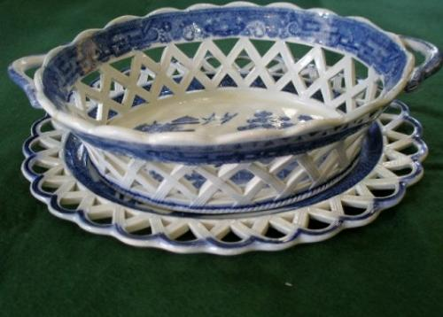 Spode willow pattern basked and stand