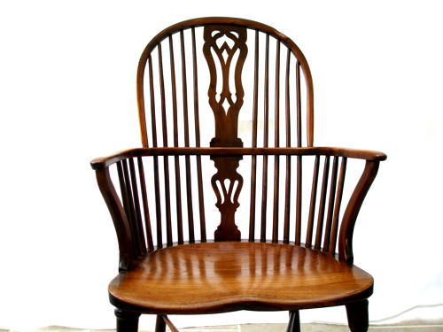 Early 19th century Windsor stick back  yew wood and elm country chair