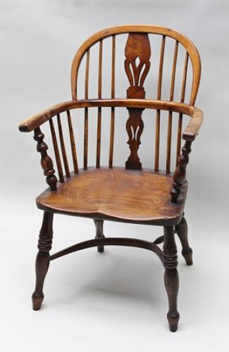 19th century  yew wood and elm Windsor chair